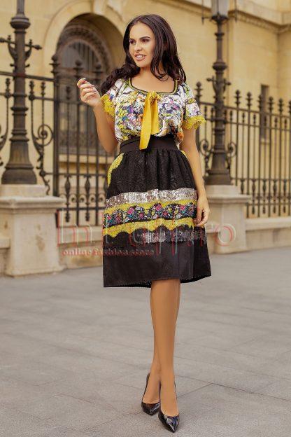 Bluza lejera cu dantela galbena si imprimeu floral colorat