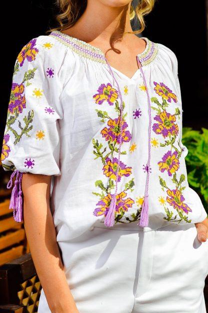 Bluza traditionala alba cu broderie florala - Emiliana