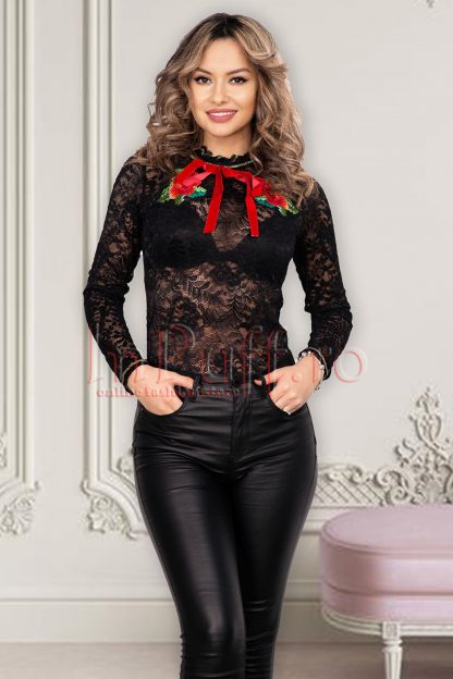 Bluza Venezia traditionala din dantela neagra cu broderie florala si maneca lunga