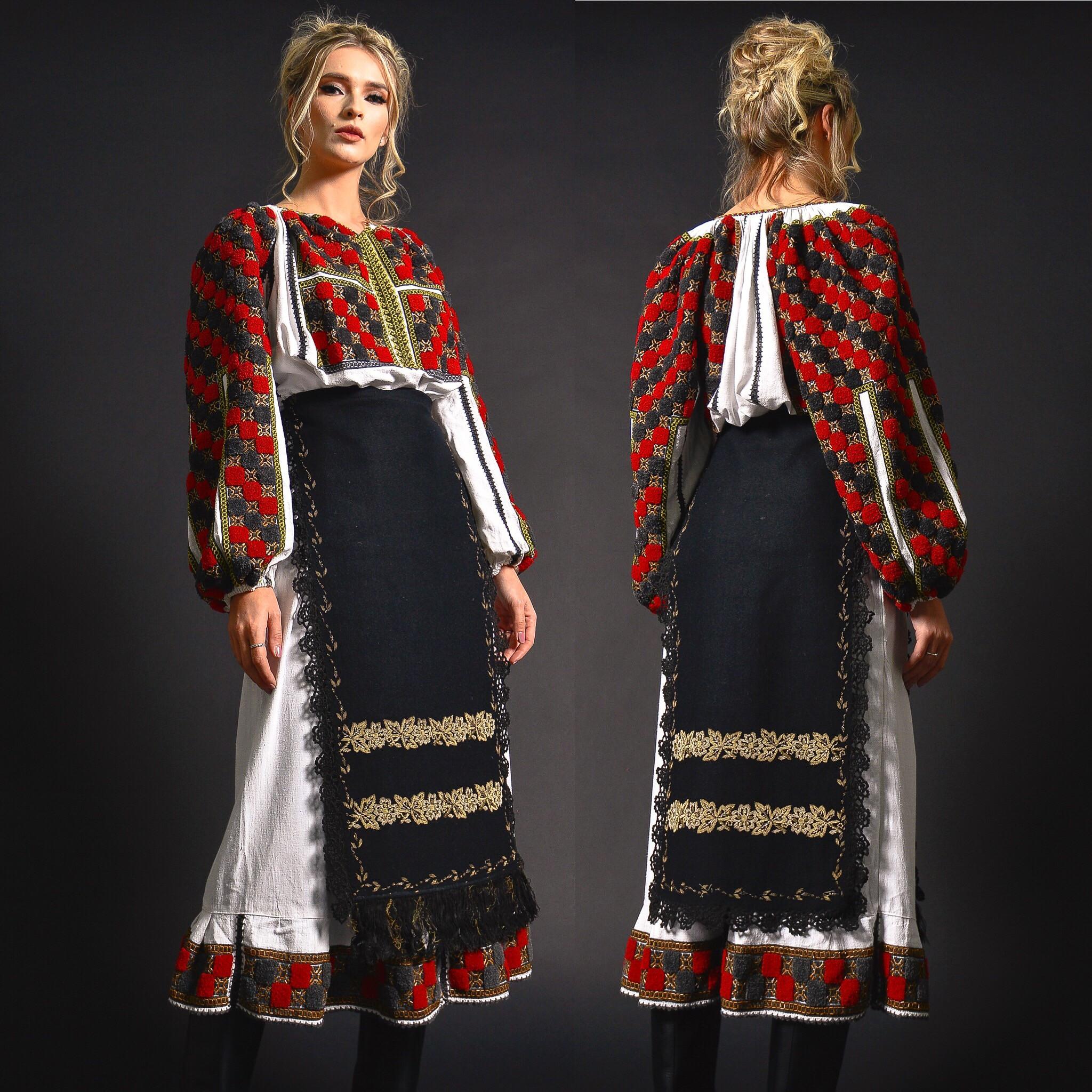 Costum traditional Autentic unicat - Anastasia