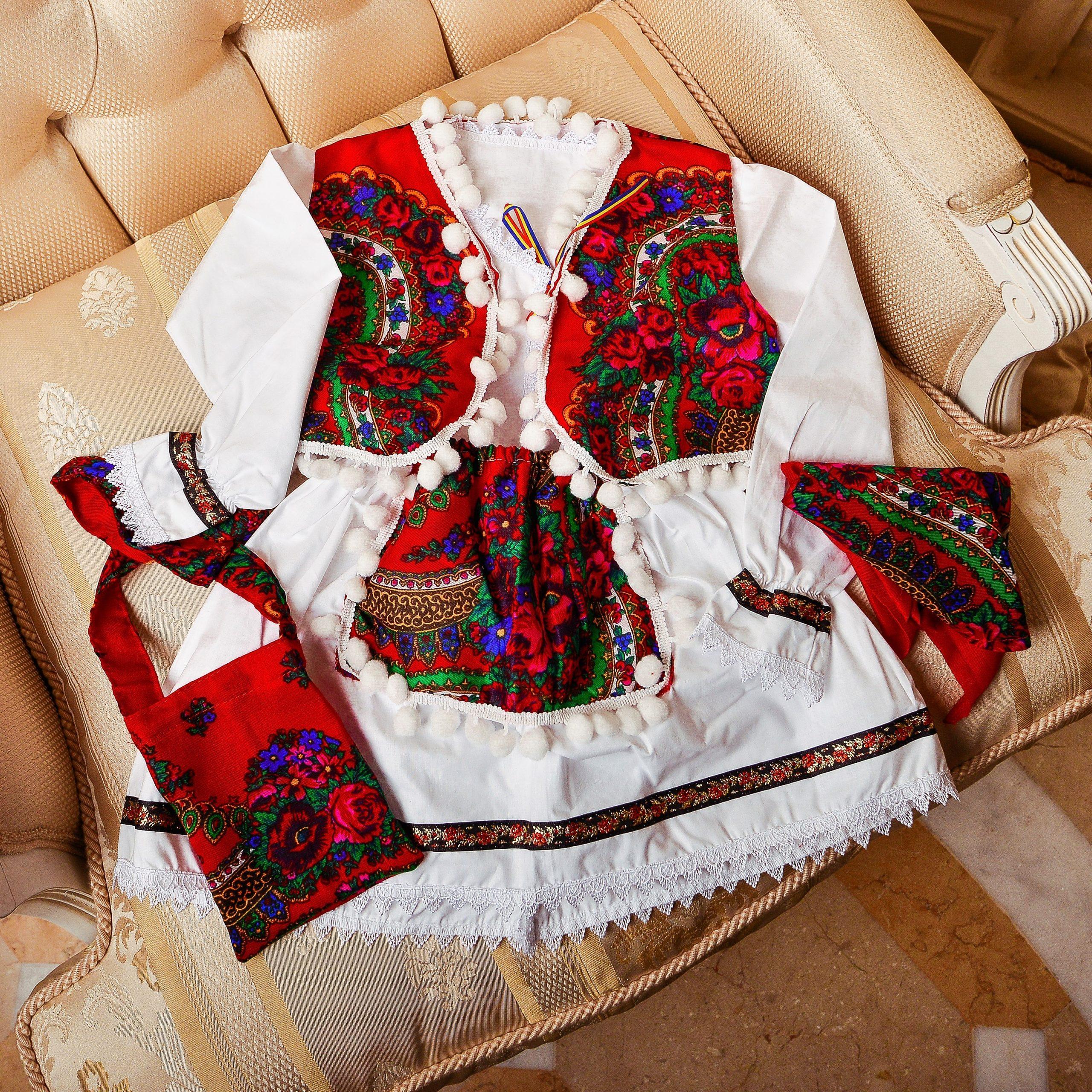Costum traditional fete - Emilia