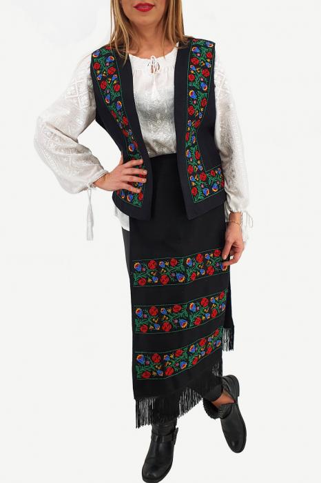 Costum Traditional Vesta si 2 Fote brodate cu model traditional 2