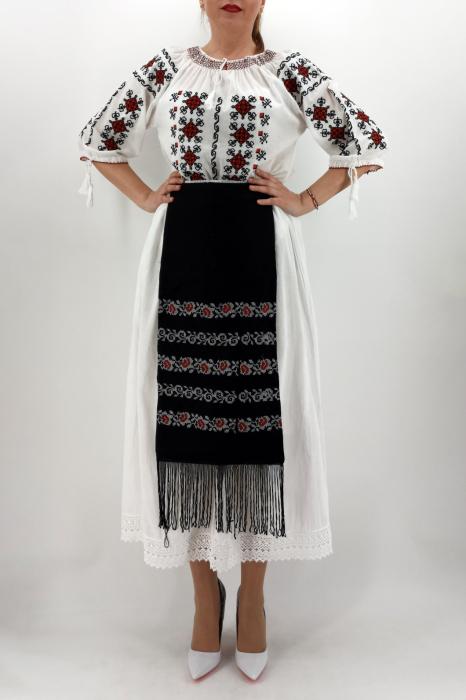 Fota brodata cu model traditional Ancuta