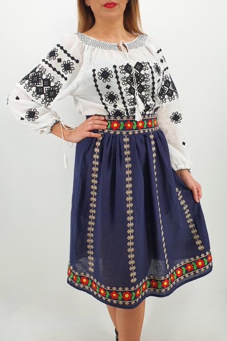 Fusta stilizata cu motive traditionale Ioana