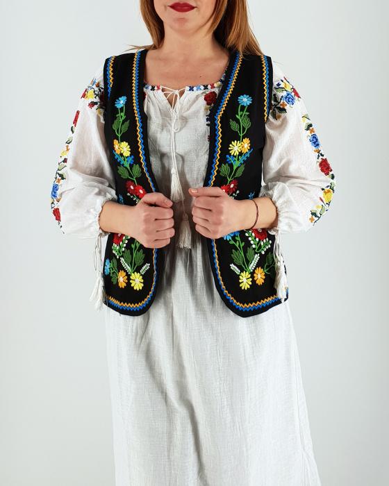 Vesta brodata cu model traditional Doina