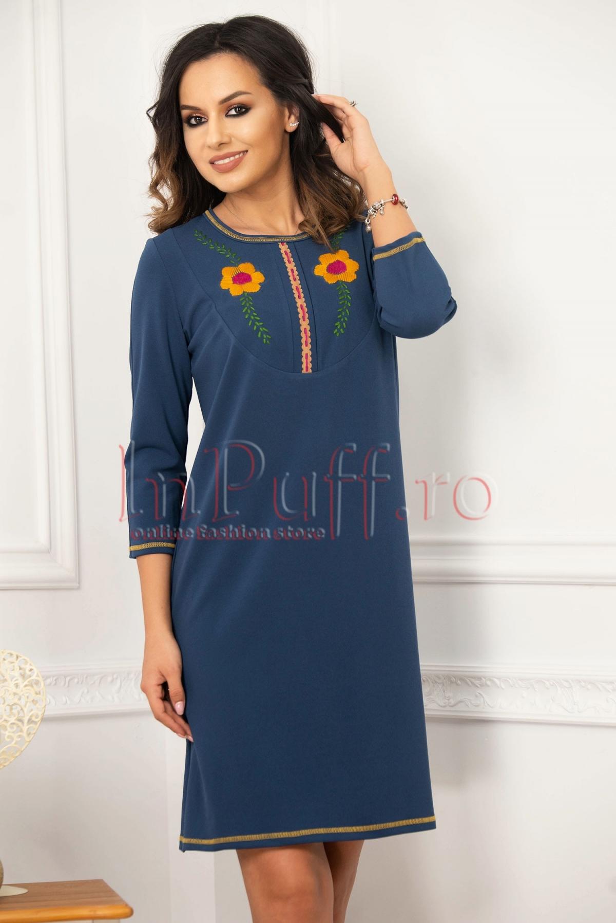 Rochie de zi albastra cu flori cusute