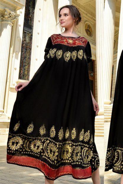 Rochie lunga cu imprimeu grena si broderie