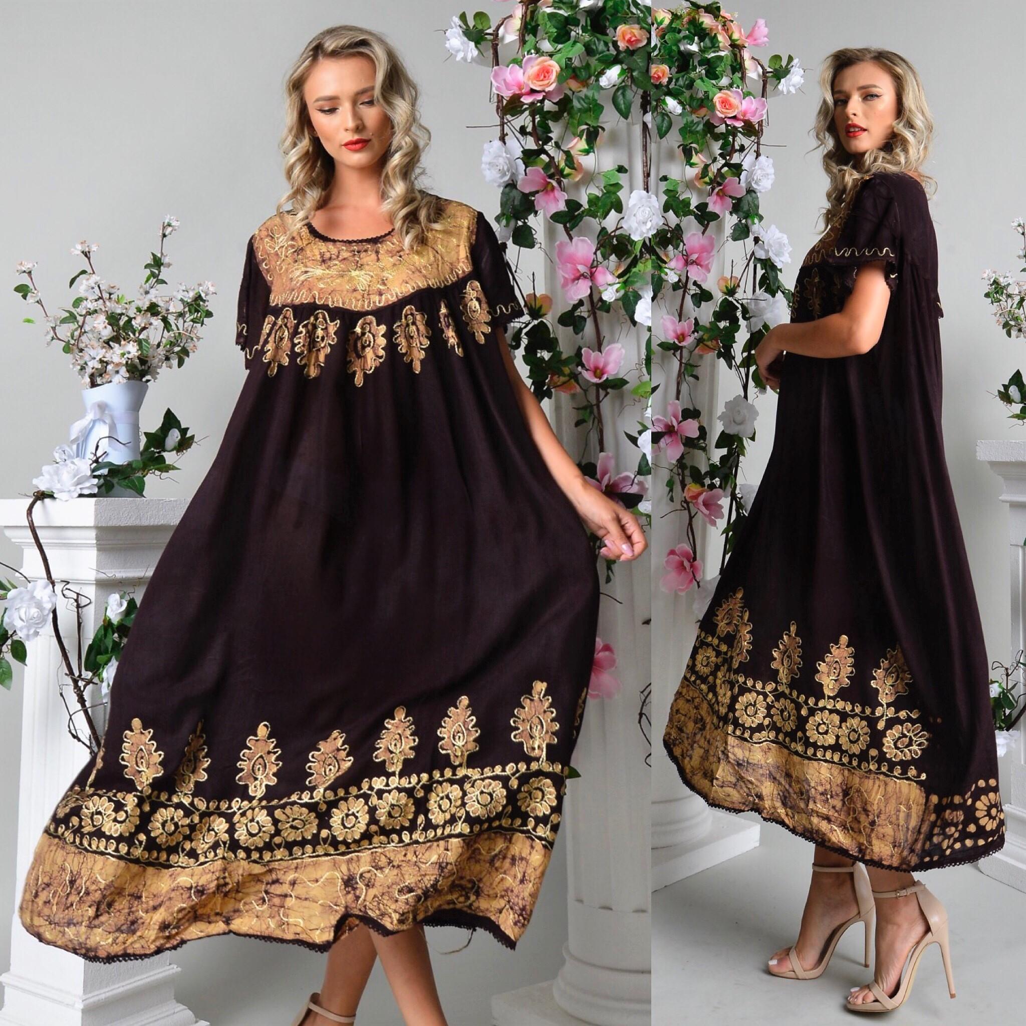 Rochie lunga cu imprimeu maro mustar si broderie
