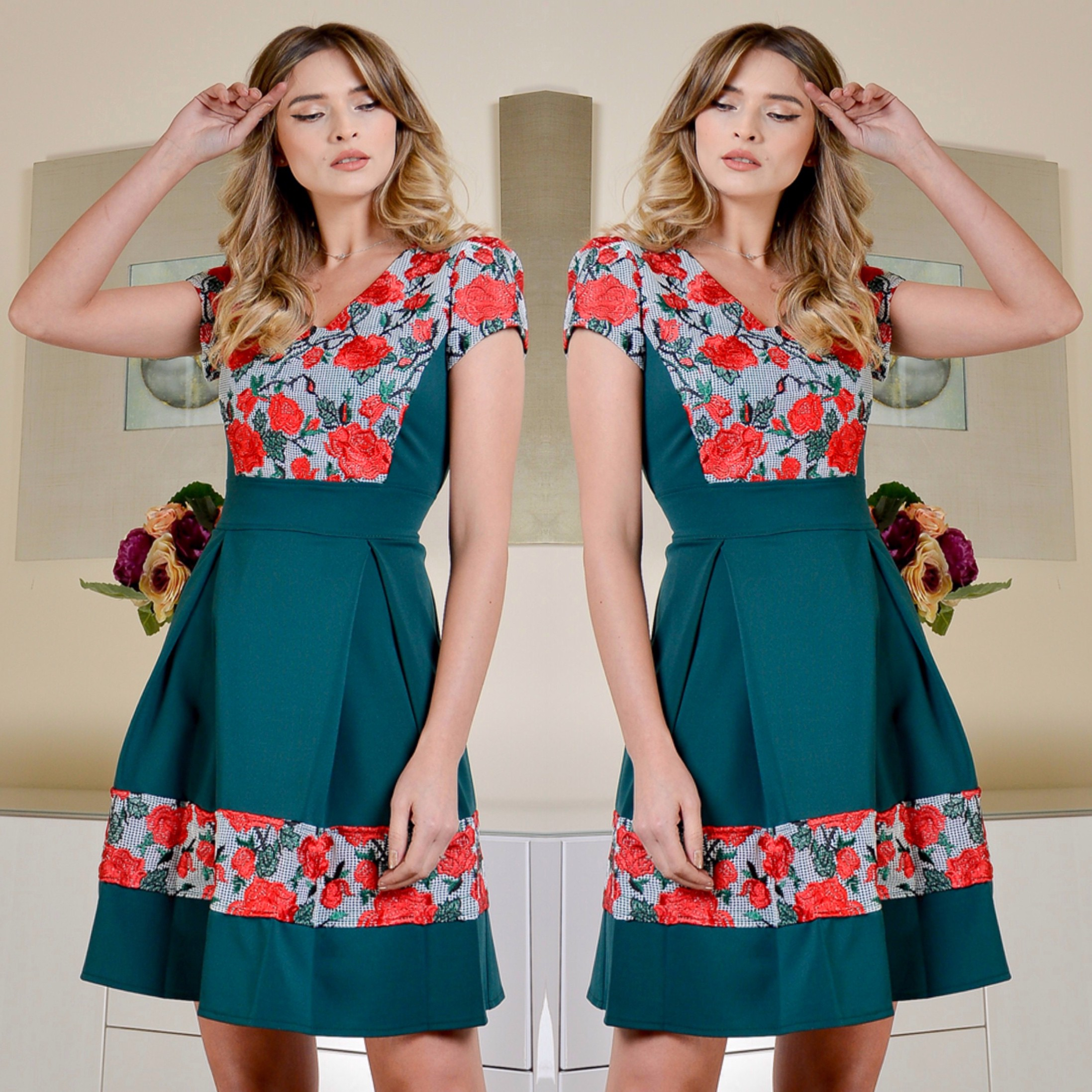 Rochie verde clos cu trandafiri brodati