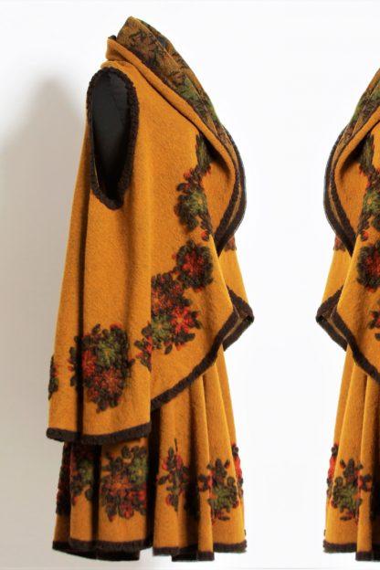 Set compus din vesta si fusta din lana - galben