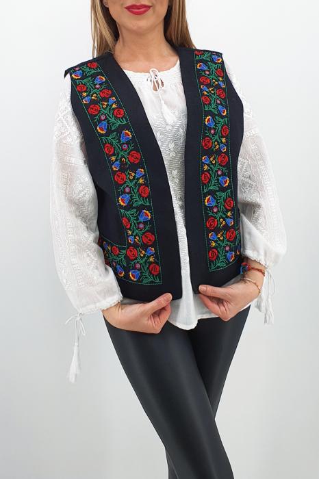 Vesta brodata cu model traditional Angi 6