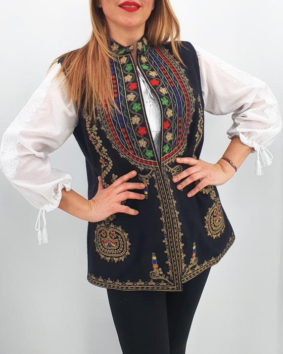 Vesta brodata cu model traditional Ania 2