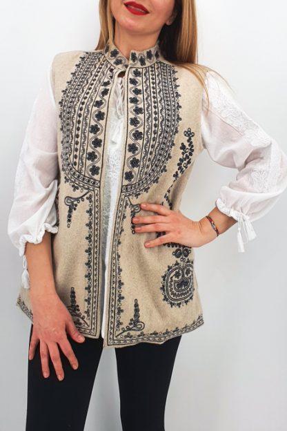 Vesta brodata cu model traditional Ania