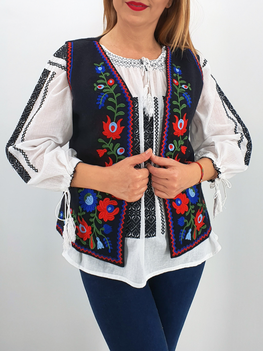 Vesta brodata cu model traditional Doina 2