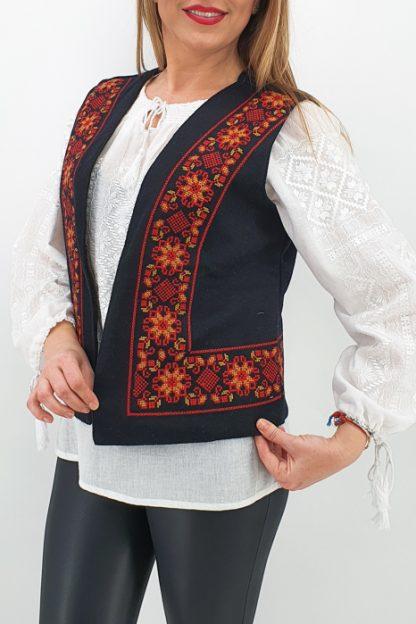 Vesta brodata cu model traditional Narci 2