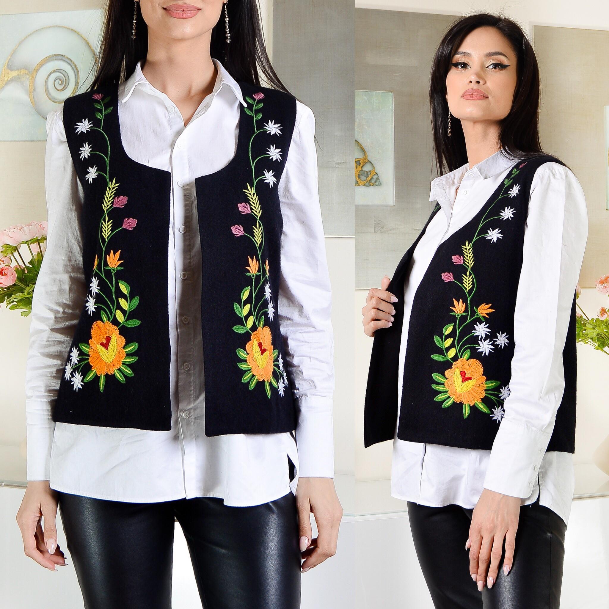 Vesta traditionala cu model floral brodat